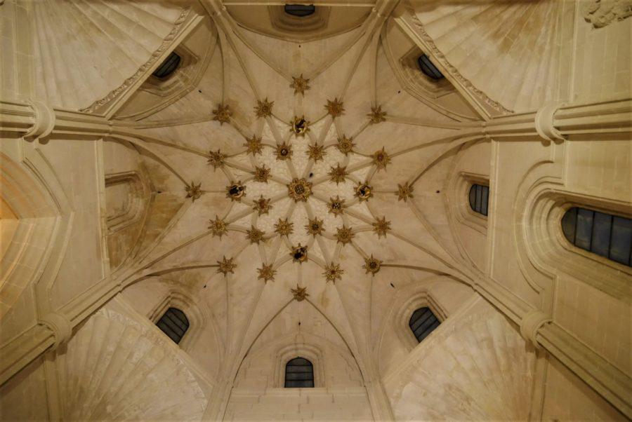 Estrellas en el techo de la capilla funeraria, monasterio de Santa Clara