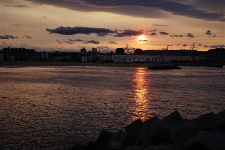 Atardecer, zona industrial de Gijón