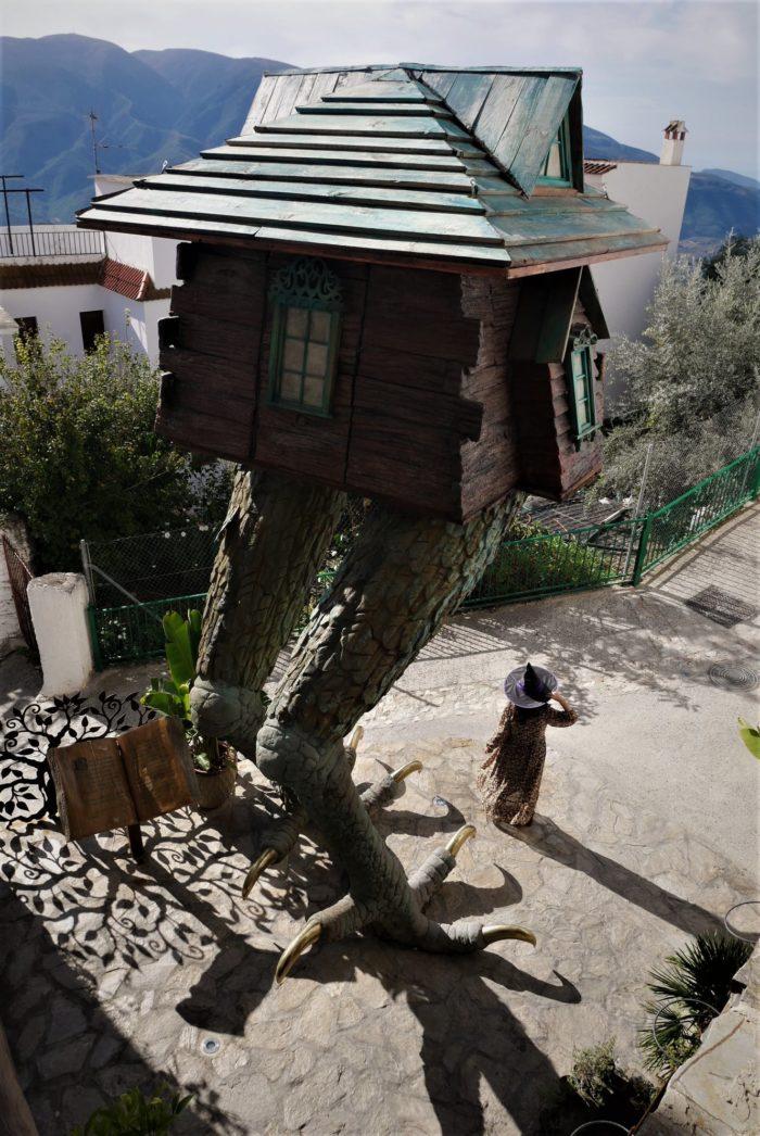 Bruja en la casa de Baba Yaga