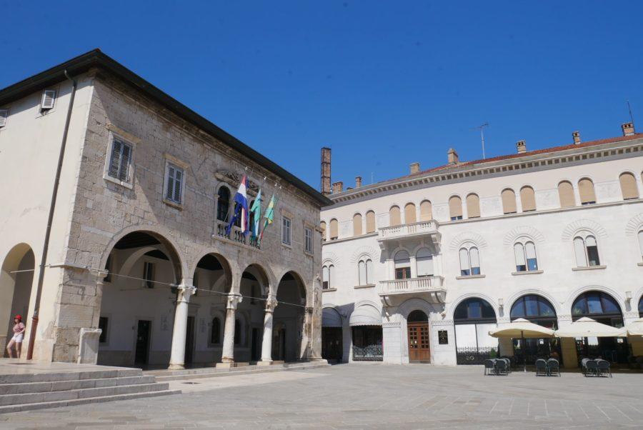 Ayuntamiento, antiguo foro romano de Pula