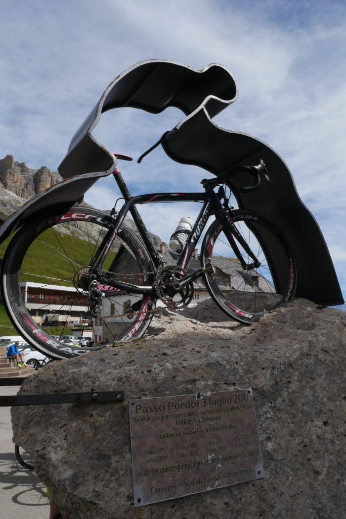 Bicicleta en el Passo Pordoi, Dolomitas