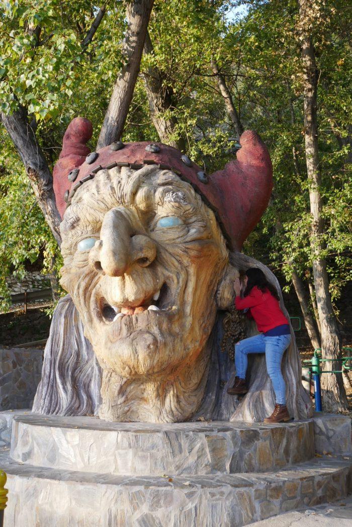 La cabeza de la bruja Baba Yaga en Soportújar