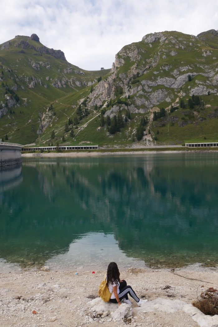 Tarde en el lago di Fedaia a los pies de La Marmolada