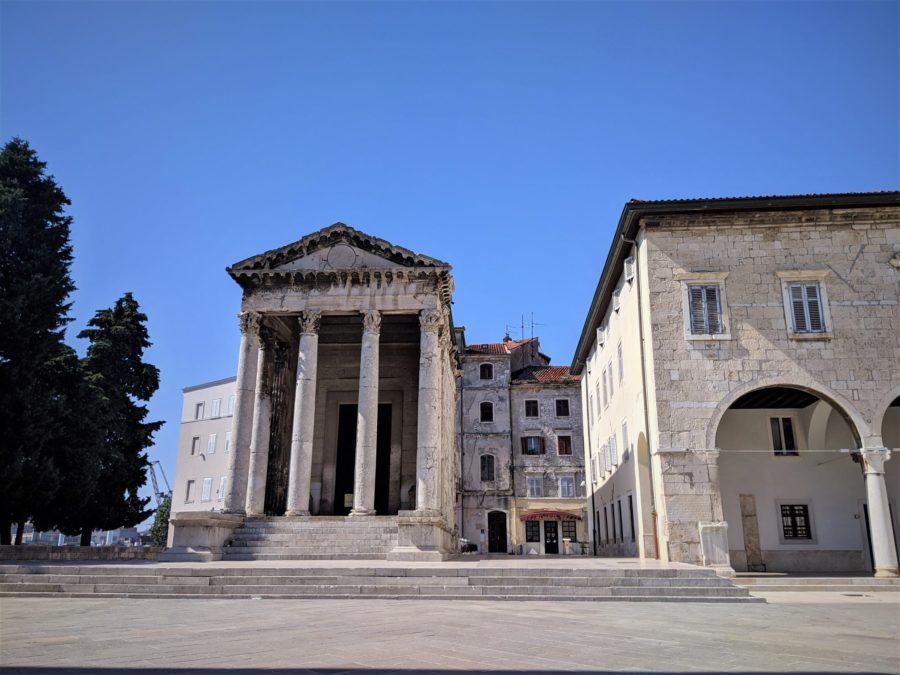 Templo de Augusto, lugares que ver en Pula, Croacia