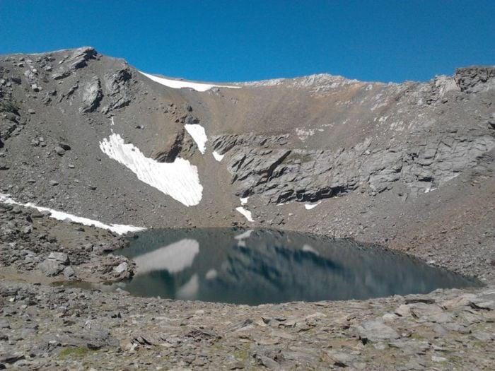 La laguna de la Caldera, rutas de senderismo en Capileira