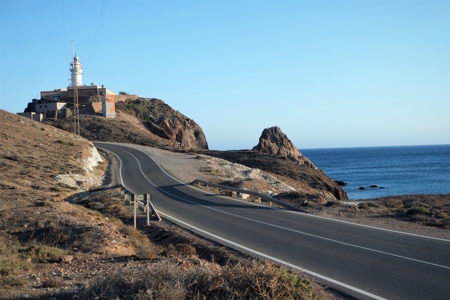 Carretera al faro de Cabo de Gata