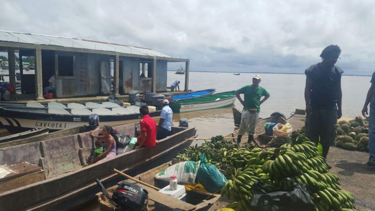 Productos agrícolas locales en la Bahía de Bluefields. Foto: Sergio León | La Costeñísima.