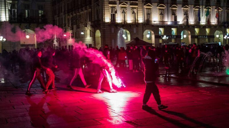 Protestas y enfrentamientos entre ciudadanos y agentes policiales en España, en contra de las medidas tomadas por la pandemia. Foto: BBCNEWS/Cortesía