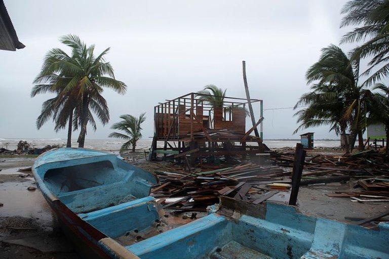 Iota causa destrozos en el norte del país
