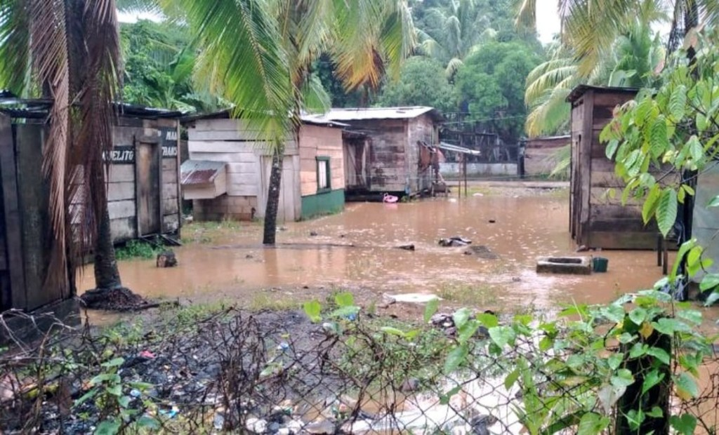 Estragos causados por fuertes lluvias de Eta.