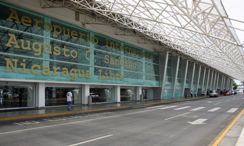 Aeropuerto Internacional Augusto C. Sandino vacío ante la decisión de las aerolíneas de postergar su regreso a Nicaragua.