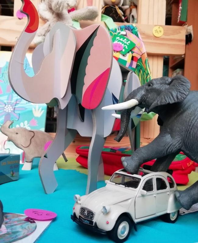 des éléphants dans la vitrine - septembre 2018 (4).jpg