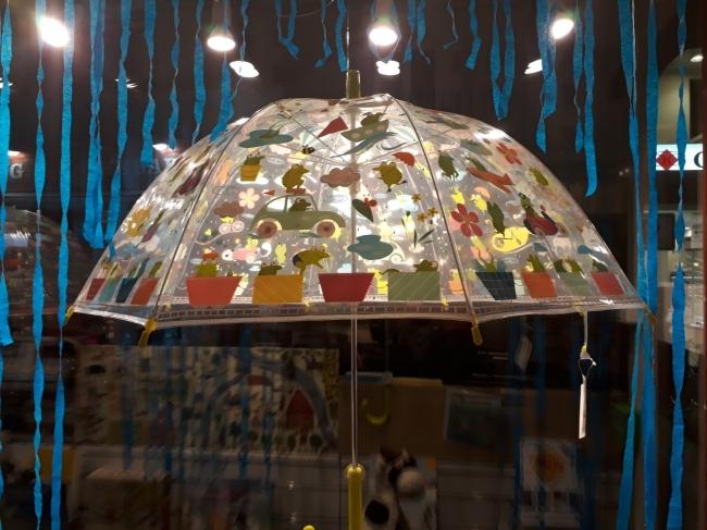 La courte échelle Vitrine La pluie fait des claquettes (16).jpg