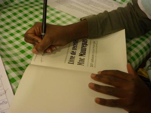Livre de Recettes Enfants de Maurepas Dédicace 001 (Large).jpg