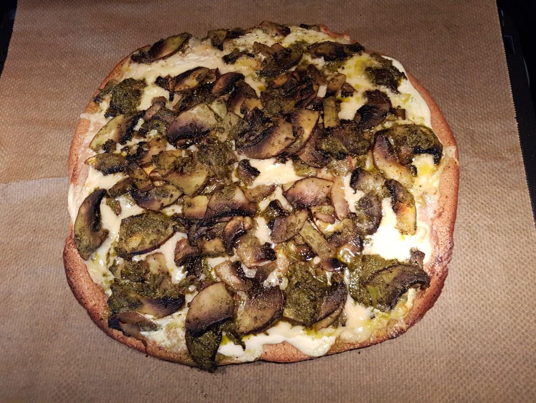 Pizza keto  cu champinioner