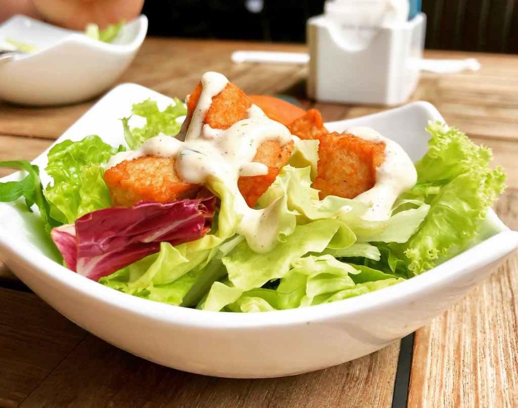 Salata keto de pui cu bacon