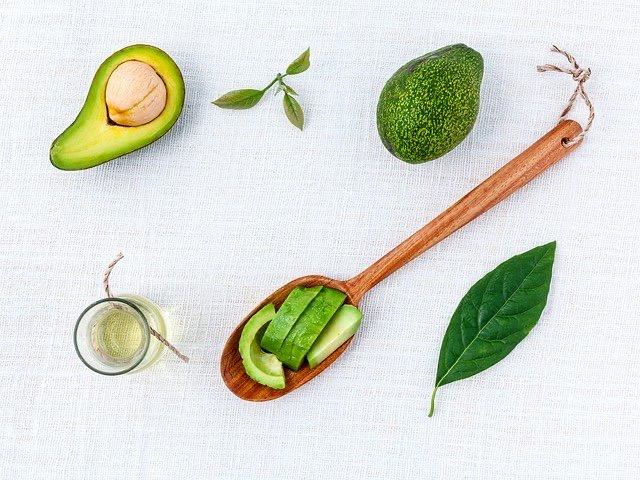 Pastă de avocado cu verdețuri și semințe