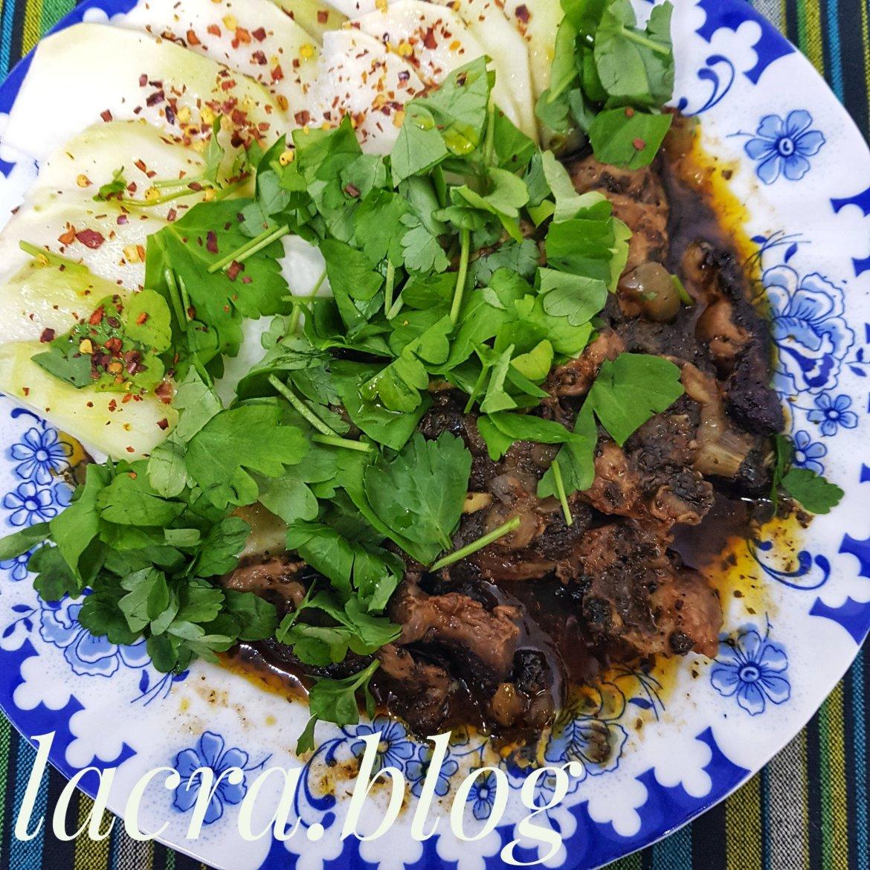 Tocăniță cu pipote și salată de gulie