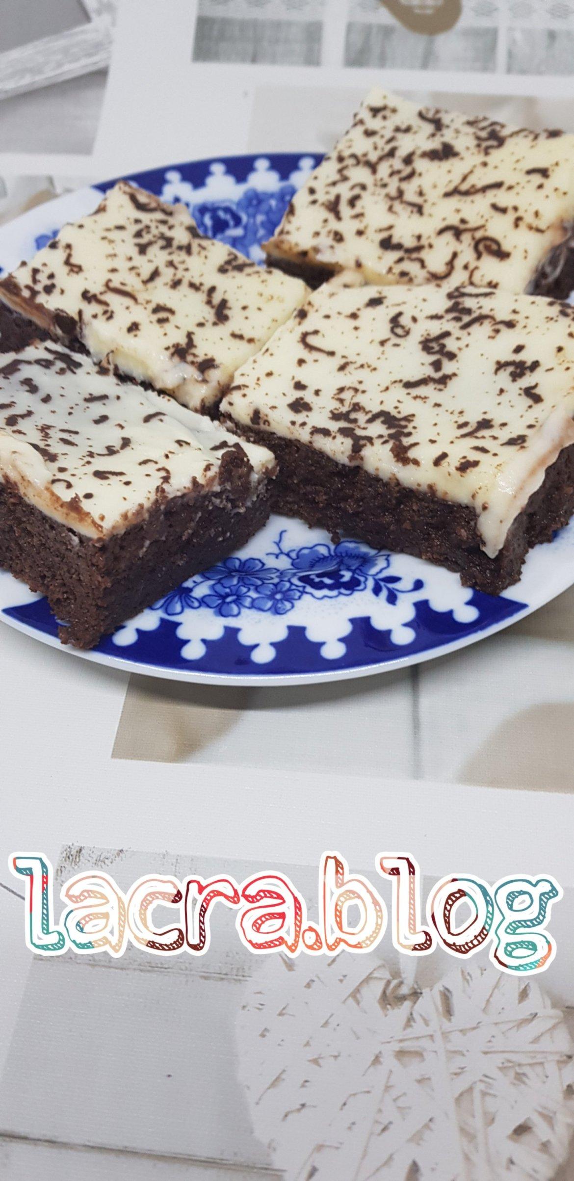 Prăjitură cu ciocolată și rom cu glazură de lapte de cocos