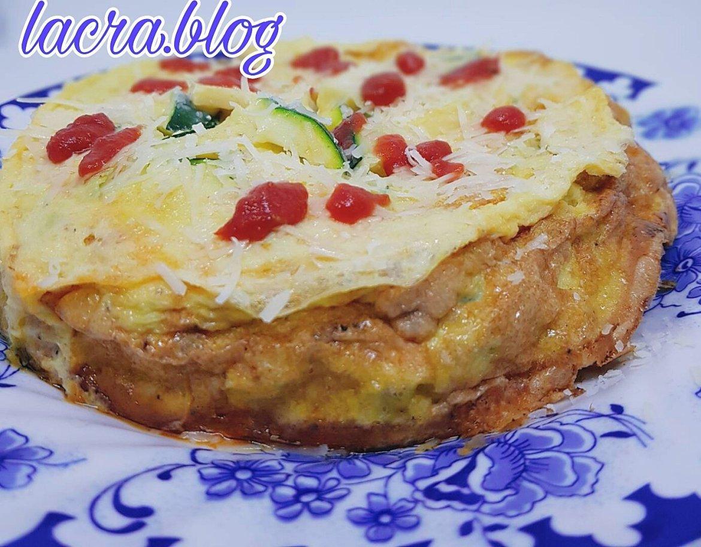 Omletă keto cu dovlecel și chorizo