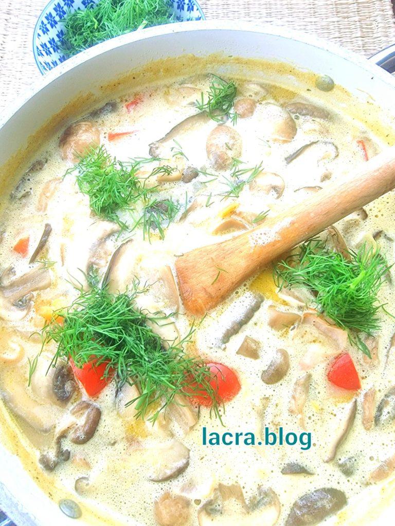 Supa low carb curcan cu crema de branza