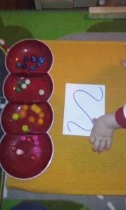 attivita-montessori-perle-2