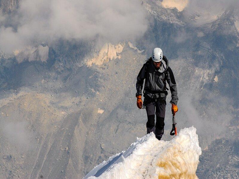 Soñar con alpinista