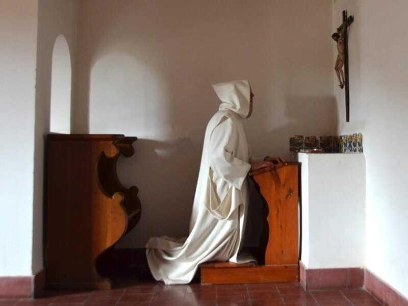 soñar con monje