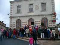 Father Christmas visits Rochechouart