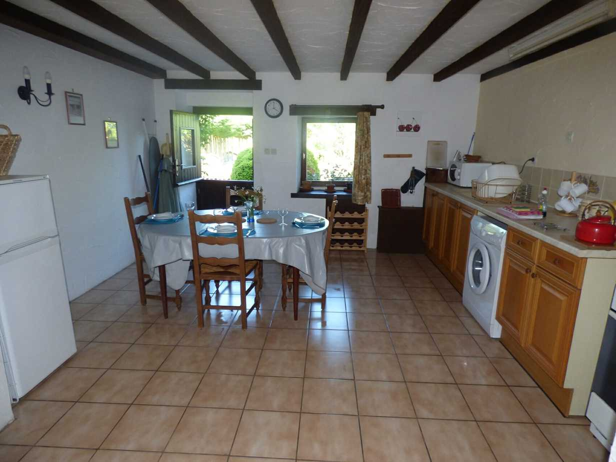 Sartre's kitchen-dining area