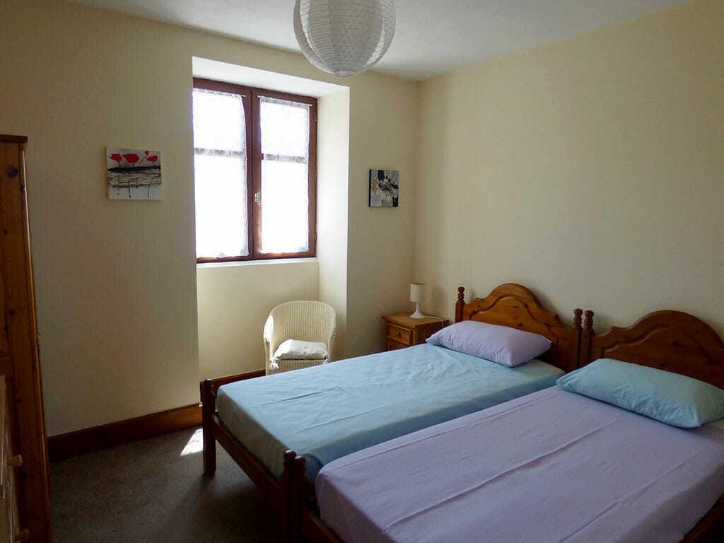 Twin bedroom, Voltaire