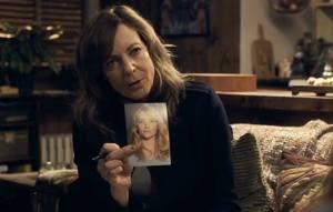 La detective Riley (Allison Janney) investiga el caso