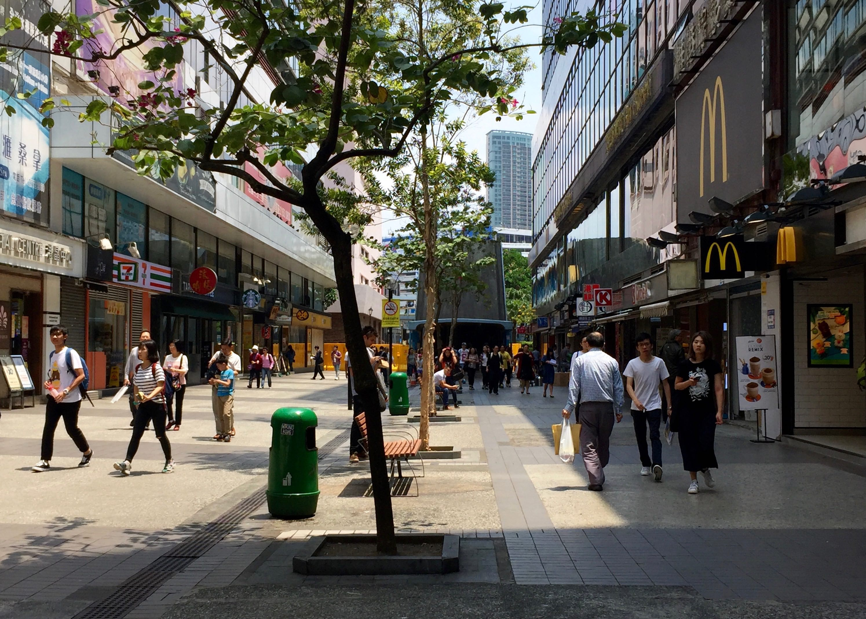 High traffic foodie street for takeaway in Tsim Sha Tsui East