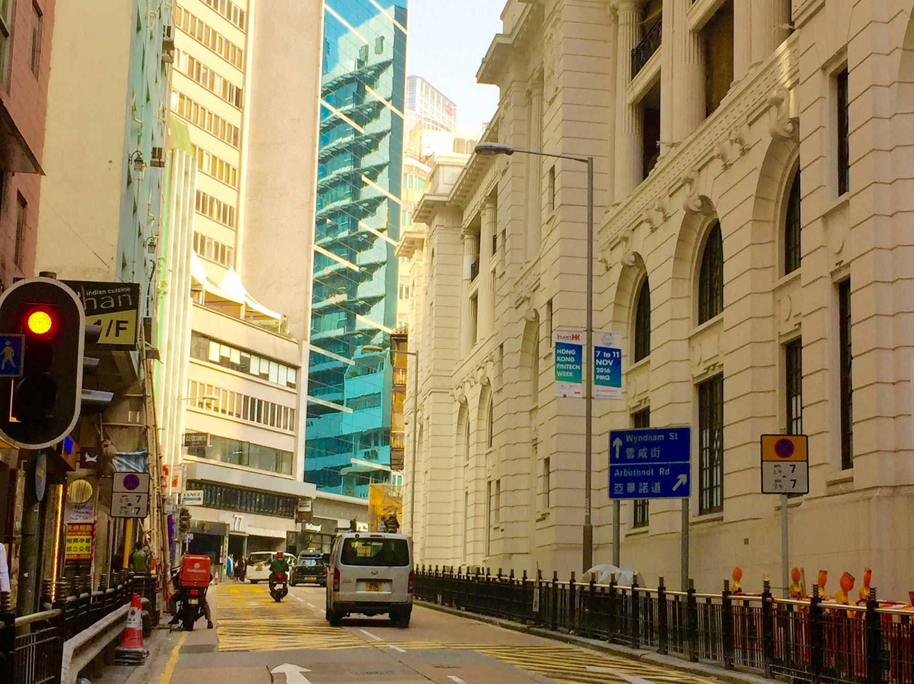 Hollywood Road connects foodie traffic from Wyndham Street Central