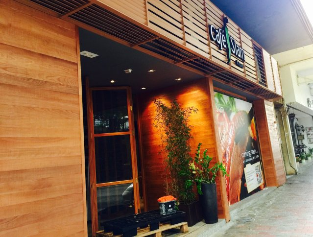 Thai Restaurant Cafe Siam started to operate in Kennedy Town Hong Kong by early 2017