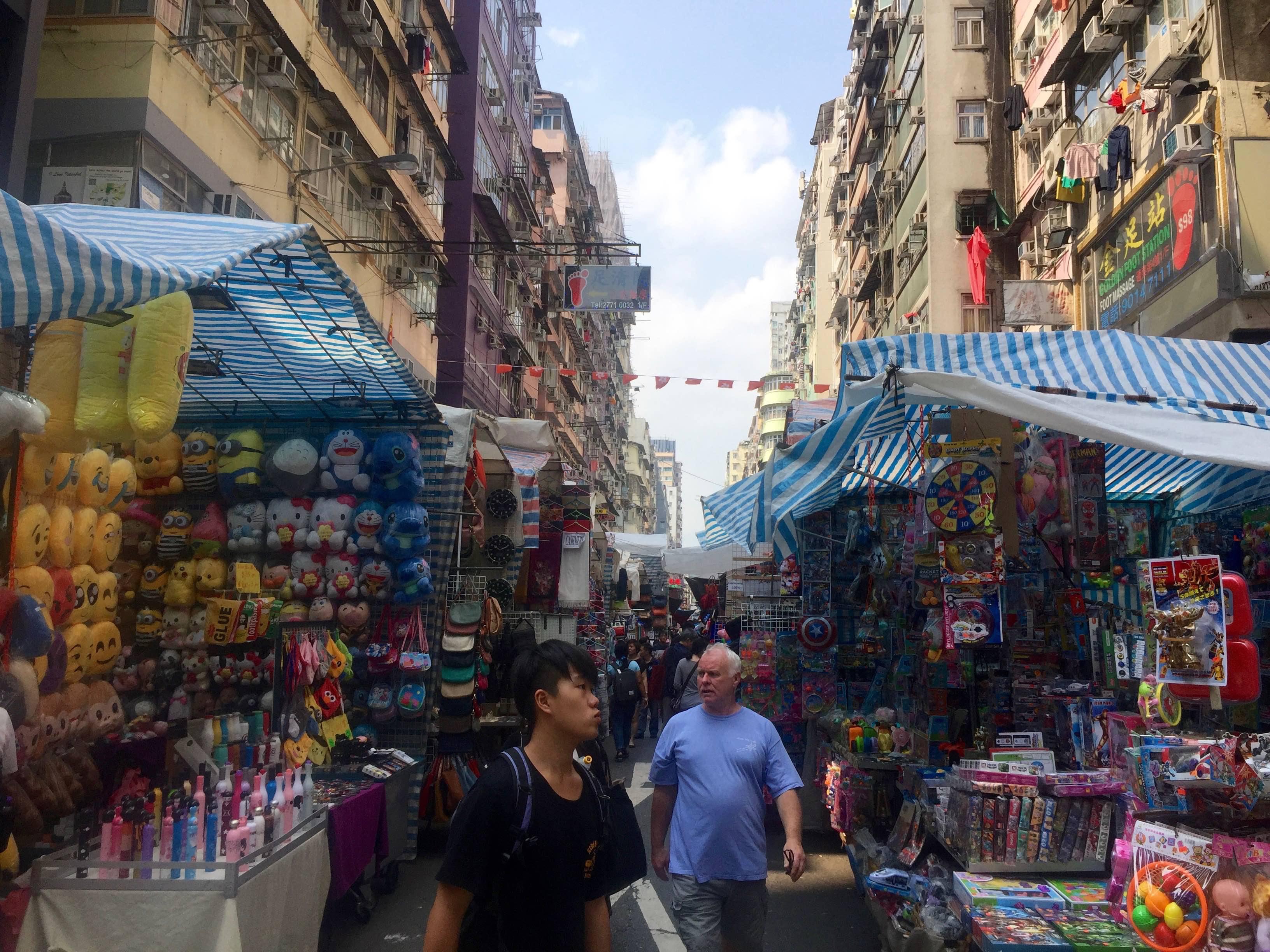 Mong Kok Ladies Market bargained price shopping spot Hong Kong