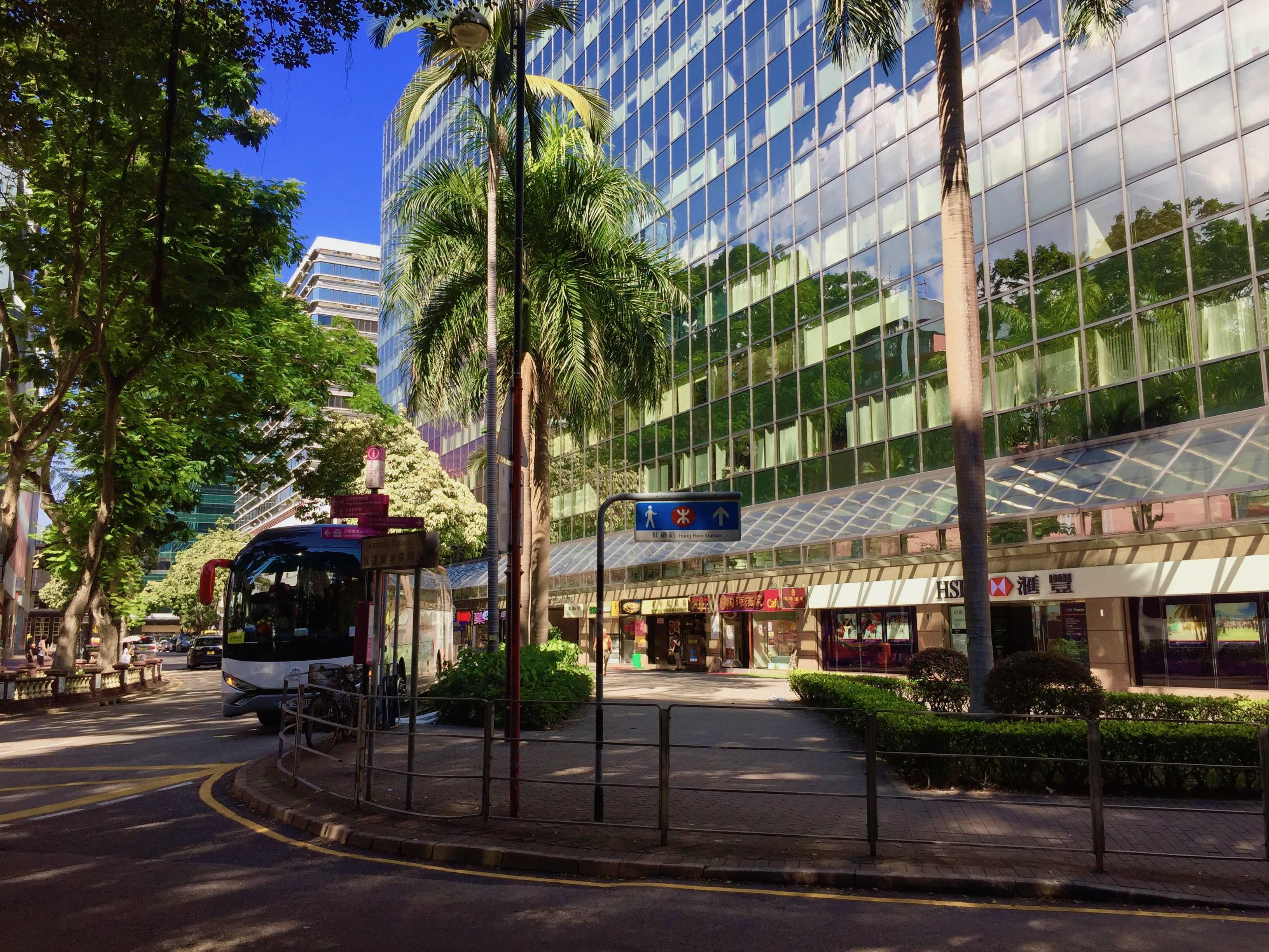 Hong Kong Tsim Sha Tsui F&B Shop for Lease surrounded by office crowds