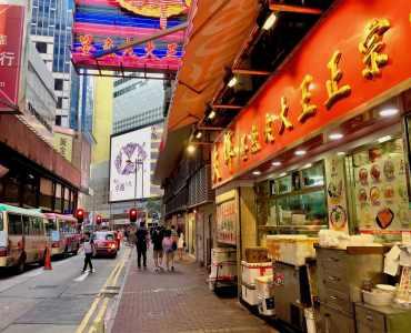 Causeway Bay high traffic with tourists