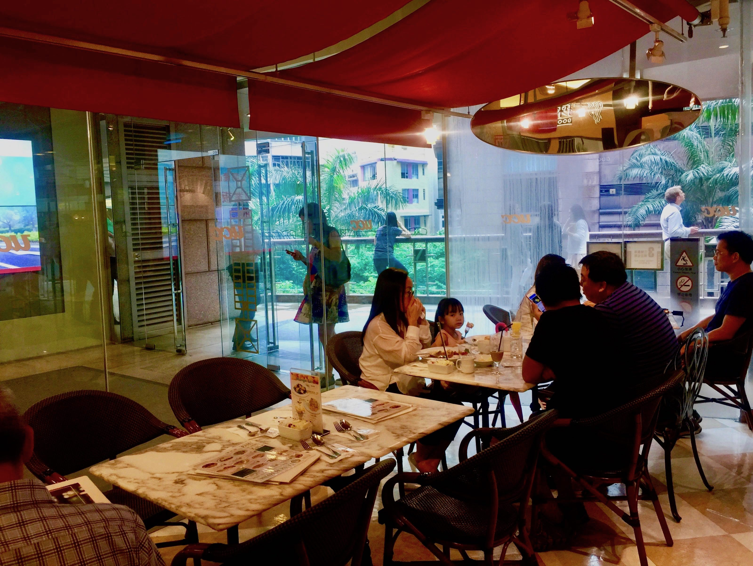 High Traffic Restaurant and Cafe Space for Rent in Office Building Sheung Wan HK