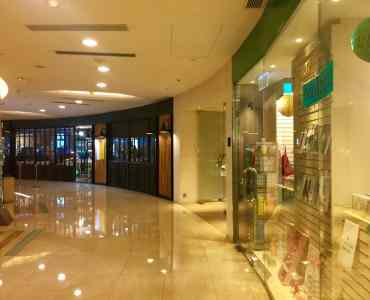Hong Kong Wan Chai Wide Shop Frontage FB Shop for Lease on Queen's Road East