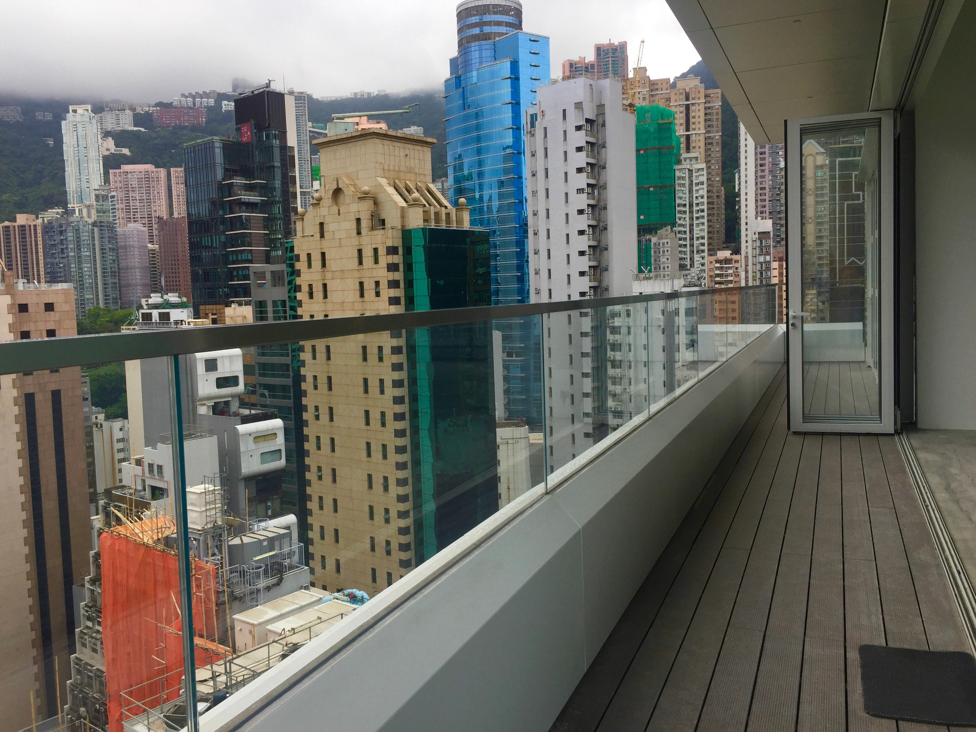 FB shop for lease with balcony Queen's Road Central, Central, Hong Kong