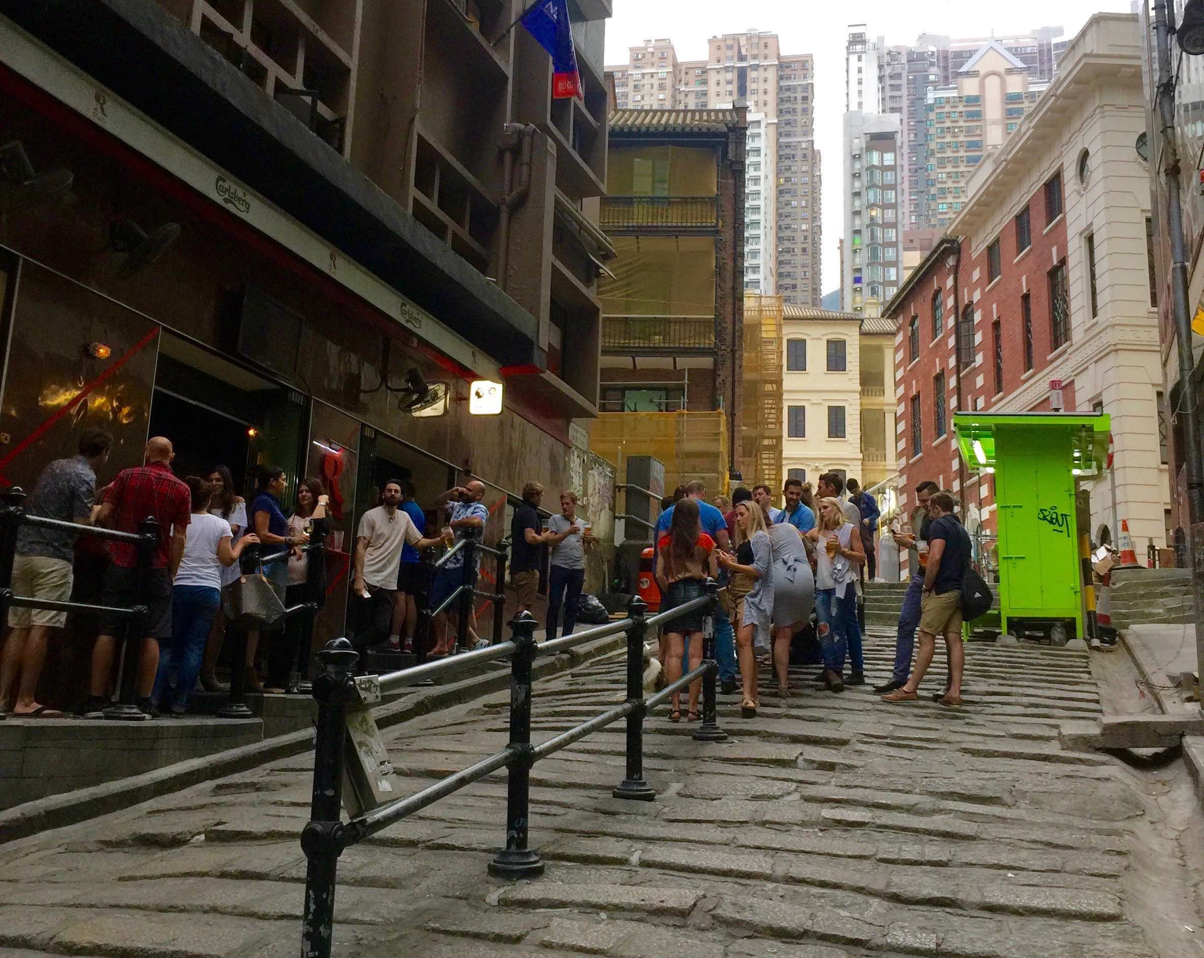 HK Central Pottinger Street F&B shop with terrace for Lease