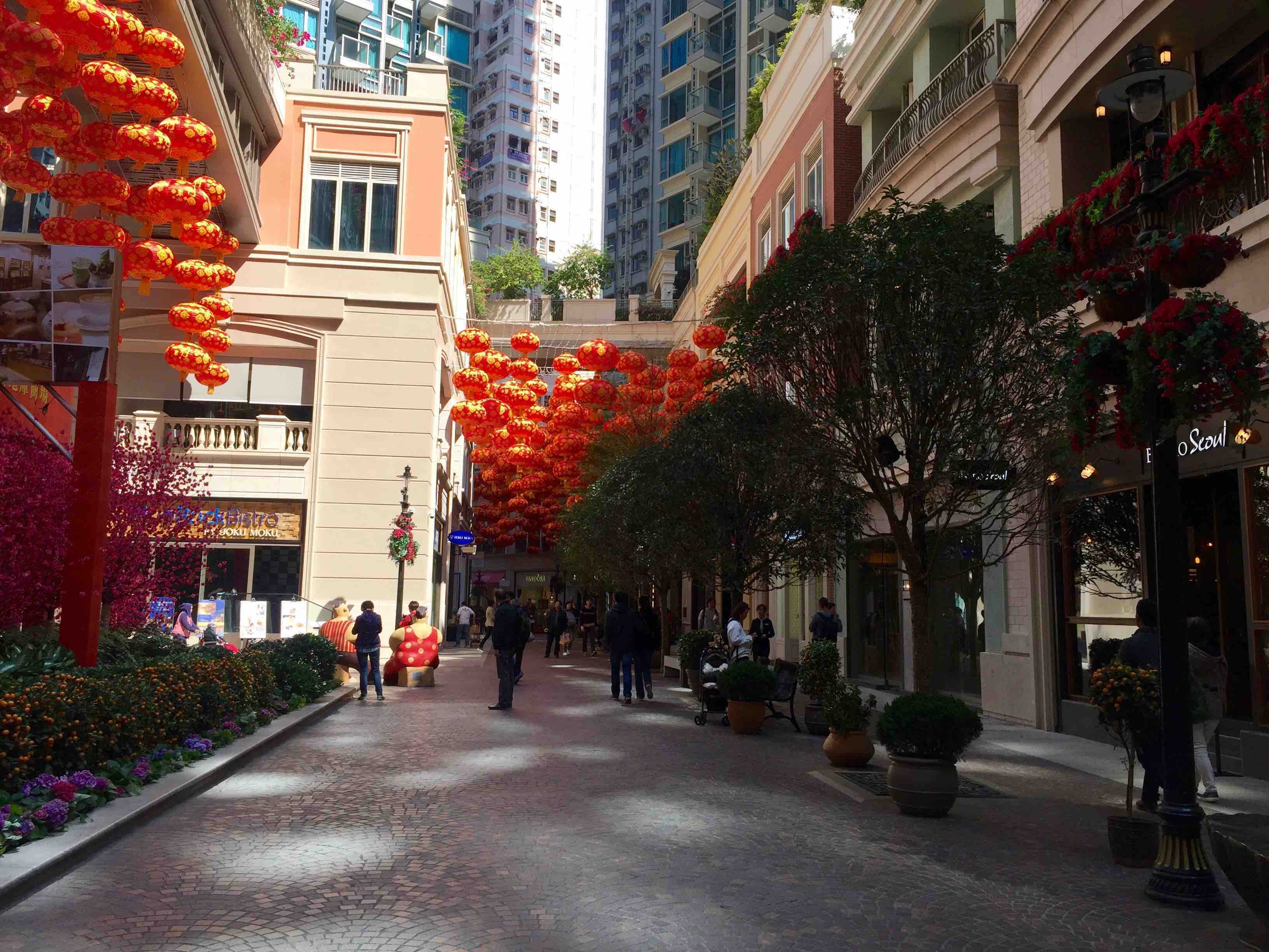 HK Wan Chai F&B Shop & Restaurant with Balcony for Rent