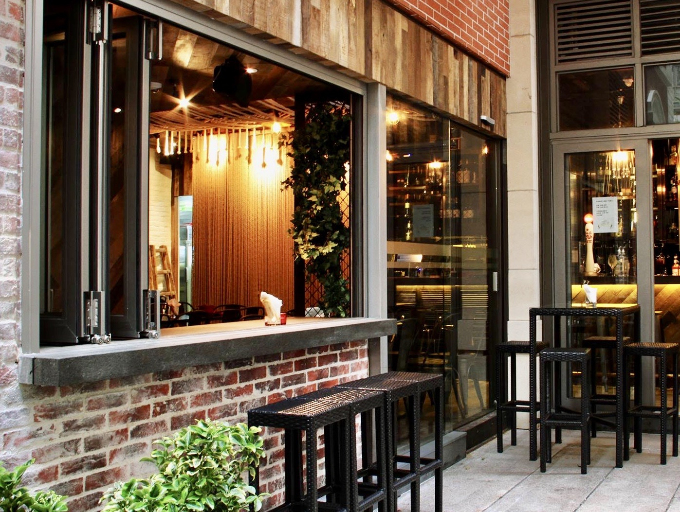 Hong Kong Hip Restaurant Bar for Lease with Licence