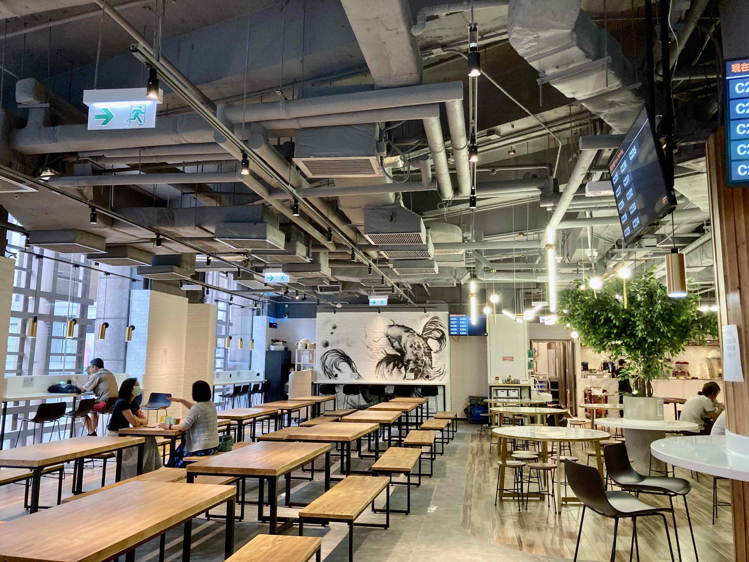 Vast Restaurant with Fitting for Lease in HK Office District