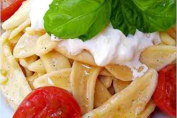 Foglie d'ulivo con pomodorini e stracciatella - la cucina pugliese