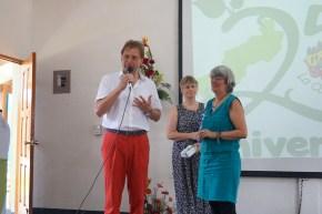 Norbert Feith (Alcalde de Solingen) entrega de reconocimientos a Rita Muckenhirn