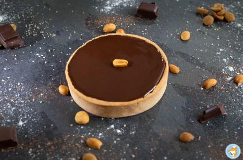 lacuillereenbois.fr_tartelette_façon_snickers_chocolat_caramel_cacahuètes