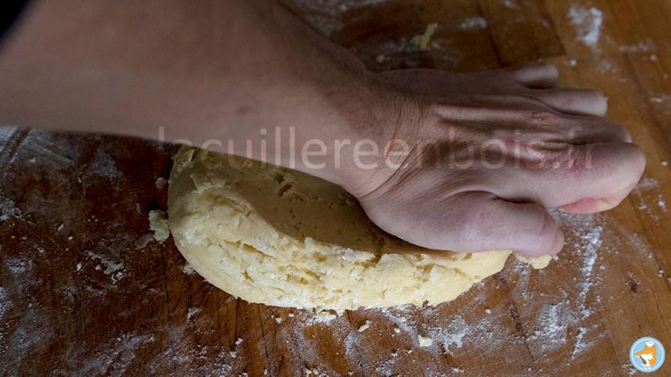 fraiser la pâte à sablés