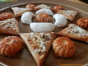 Assortiments de pâtisseries... briouats aux amandes, cornes de gazelle, rocher aux amandes...